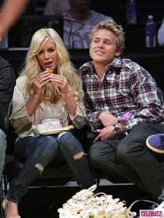Heidi Montag eats a hot dog with Spencer Pratt