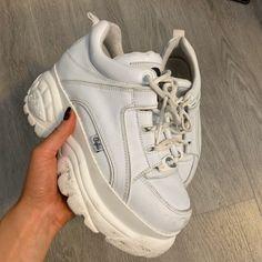 Sneakers Fashion, Fashion Shoes, Shoes Sneakers, 90s Shoes, Chunky Shoes, Chunky Sneakers, Shoes Too Big, Cute Shoes, Buffalo Shoes