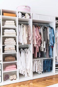 More on www.fashiioncarpet.com Begehbarer, offener Kleiderschrank, Ikea Pax Schrank, Walk in Closet, Girly Closet, Begehbares Ankleidezimmer ohne Türen #casafashiioncarpet