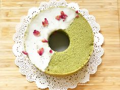 Green Tea Chiffon Drip cake with Rose petals