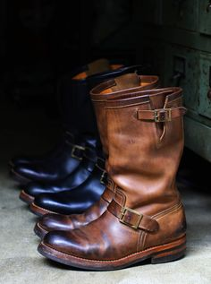 Introducing the aging of engineer boots for motors.- Introducing the aging of engineer boots for motors. Brown Dress Boots, Red Wing Boots, Suit Shoes, Men's Shoes, Boots 2017, Engineer Boots, Gents Fashion, Motorcycle Boots, Cool Boots