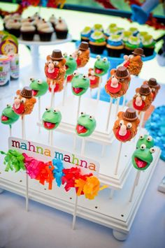 I want one of these cake pop stands!