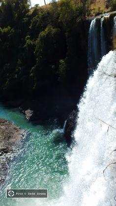 Cachoeira do Rio Claro, conhecida como Cachoeira da Fumaça. Em Nova Ponte…