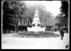 Plaza de Santa Ana. Monumento a Calderón de la Barca, década de 1930.