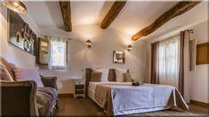 mediterrán stílus hálószoba. Energikus, tüzes árnyalatok, föld színekkel kombinálva adják a spanyol mediterrán otthonok nyárias, tengerparti ... (Luxuslakások, házak 6)