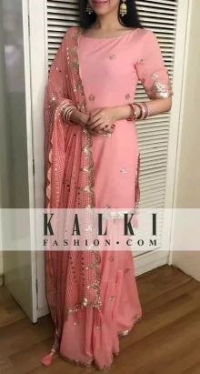 Divya Khosla Kumar: Dressed like a diva in a simple pink salwaar suit, she was won all hearts with her beauty Custom made availaible at Royal Threads Boutique. To order whatsapp at Indian Attire, Indian Ethnic Wear, Ethnic Style, Ethnic Fashion, Asian Fashion, Latest Fashion, Pakistani Outfits, Indian Outfits, Kurta Designs