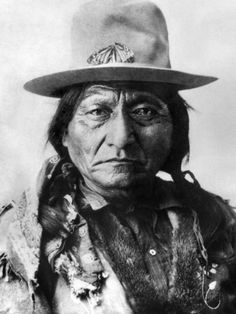 Lakota Thunder - Sitting Bull Memorial Song - This is track one off Lakota Thunder's 2000 Grammy nomimated CD Veteran's Songs from Makoche Recording Company. This is an old composed soon after Sitting Bull was assassinated Dec Native American Photos, American Indian Art, Native American Tribes, Native American History, American Indians, Native Americans, Early American, American Women, Sitting Bull