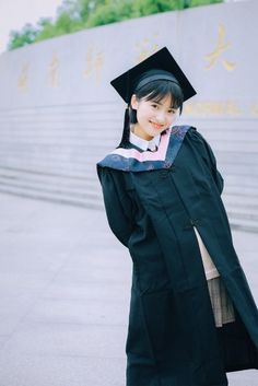 Our cutie's graduation ☺️ A Love So Beautiful, Beautiful Asian Women, New Year Concert, Shan Cai, Meteor Garden 2018, Graduation Photoshoot, Girly Drawings, Poses For Photos, Boys Over Flowers