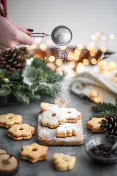 Christmas Bread, Christmas Dishes, Christmas Sweets, Christmas Baking, Christmas Food Photography, Charcuterie And Cheese Board, Food Photography Styling, Cannoli, Macaron