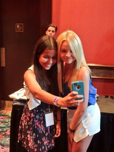besides the fact that alli cares so much for her fans, my fav part of this pic is Matt photo-bombing in the background.