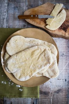 This homemade pitta bread recipe is so easy to make and perfect for your lunches! They are soft, fluffy and so pillowy!!