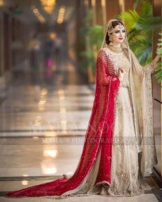 5 Dress Styles That Will Make You Look Thinner. While particular ladies wear products you see on the runway might look terrific on models, they might not look great on every woman. Asian Bridal Dresses, Bridal Mehndi Dresses, Nikkah Dress, Shadi Dresses, Pakistani Wedding Outfits, Bridal Dress Design, Pakistani Bridal Dresses, Pakistani Wedding Dresses, Pakistani Dress Design