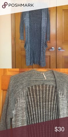 Free people maxi knit Gray cardigan sweater free people fray knit maxi cardigan . Size xs. Light weight cozy and stylish. So cute on! Worn once practically new! Free People Sweaters Cardigans