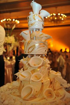 Touches of callas and silver on the cake ?