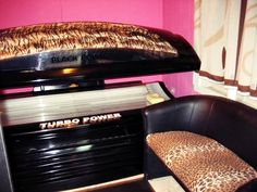 I want that tanning bed & that chair ASAP!