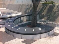 동대문역사문화공원에서 찍은 의자 해시계