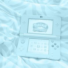gamer bf with a sexy gamer ass :smirk: Light Blue Aesthetic, Blue Aesthetic Pastel, Rainbow Aesthetic, Aesthetic Colors, Aesthetic Pictures, Nintendo Ds, Bebidas Do Starbucks, Blue Feeds, Isak & Even
