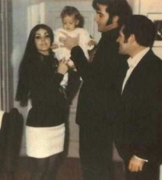 Priscilla, Lisa Marie and Elvis with Charlie Hodge celebrating Christmas at Graceland, December, Priscilla Presley Wedding, Elvis And Priscilla, Lisa Marie Presley, Elvis Presley Family, Elvis Presley Photos, Family Photo Album, Family Photos, King Creole, Music Photo