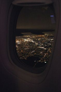 Night Aesthetic, City Aesthetic, Travel Aesthetic, Creative Instagram Stories, Instagram Story Ideas, Airplane Window View, Travel Pictures Poses, Mode Poster, Airplane Photography