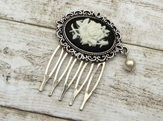 Small Cameo hair comb with Rose in silver with by Schmucktruhe