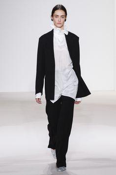 Victoria Beckham Spring 2018 Ready-to-Wear Collection Photos - Vogue