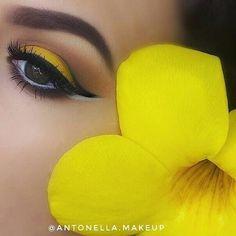 •SHINE BRIGHT • ----------------------- Productos: @morphebrushes 35O palette @nyxcosmetics shadow palette- brights @nyxcosmetics Jumbo eye liner - Milk @makeuprevolution Vivid Baked Highlighter - Golden Lights @essence_cosmetics gel eyeliner - midnight in Paris @kissproducts lashes - Ritzy #makeupblog #maquillajeecuador #yelloweyeshadow #beauty #morphegirl #nyx