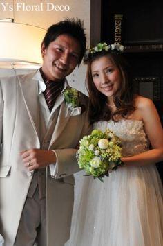 こちらのおふたりのお色直しのときのご様子です。正統派な白ドレスから、愛らしいエンパイアラインの白ドレスへお召し替え。かわいいですね☆ 髪の毛はダウンスタイ...