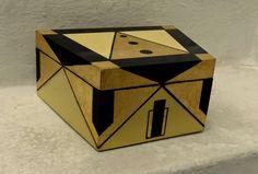 .CAJA DESIGUAL  madera con oro 11x16x18x25 (laqueada)