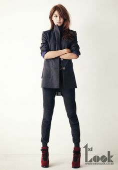 Sooyoung looking all sporty but hot. Love the jacket. Love her.