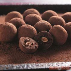Csokis-mogyorós golyó - trüffel Fudge, Nutella, Stuffed Mushrooms, Cookies, Vegetables, Cake, Desserts, Food, Candy