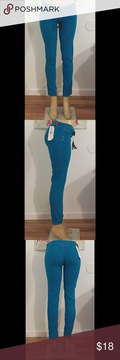 Blue Jeans These blue jeans have a very soft material. And includes the brown fringed belt Ska Jeans Skinny