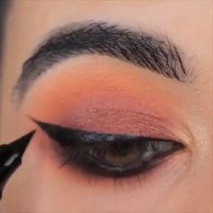 tutorial videos eyeshadow dramatic 1 sec eyeliner Hack😍💕 Dramatic Eye Makeup, Colorful Eye Makeup, Simple Eye Makeup, Eye Makeup Tips, Makeup Inspo, Beauty Makeup, Makeup Geek, Makeup Remover, Beauty Tips