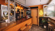 Spritz o'clock: Η Θάλεια Τσιχλάκη γράφει τις εντυπώσεις της από το πρώτο aperitivo bar της Θεσσαλονίκης Conference Room, Bar, Table, Furniture, Home Decor, Meeting Rooms, Interior Design, Home Interior Design, Desk
