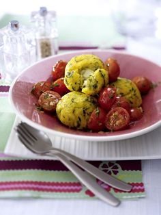 Our popular recipe for polenta balls and more than other free recipes on LECKER. Our popular recipe for polenta balls and more than other free recipes on LECKER. Cheese Recipes, Baby Food Recipes, Rabbit Recipes, Free Recipes, Go Veggie, Barbecue Sauce Recipes, Homemade Burgers, Vegetarian Recipes, Healthy Recipes