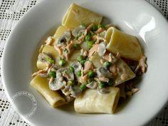 ITALIANS DO EAT BETTER: PACCHERI AL SALMONE CON FUNGHI E PISELLI