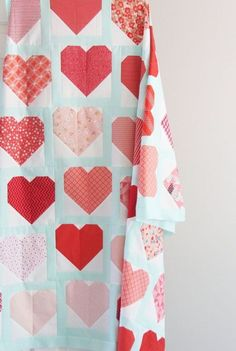 10 Valentine Quilts to Make - Simple Simon and Company Charm Pack Quilt Patterns, Heart Quilt Pattern, Charm Pack Quilts, Charm Quilt, Quilt Patterns Free, Nancy Zieman, Diy Craft Projects, Crafts, Sewing Projects
