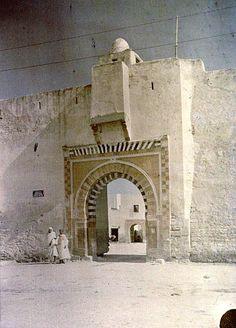 Sousse   Porte de ville    Passants devant la Porte de la Mer    1923.11 North Africa, Barcelona Cathedral, Building, Travel, Dolphins, City, Viajes, Buildings, Destinations