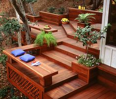5 reasons you should build a redwood deck this fall, instead of waiting until spring.