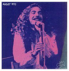 RobertPlant, 1970. Il pouvait rire aussi parfois en 1970 quand il était barbu... mais pas trop quand même.