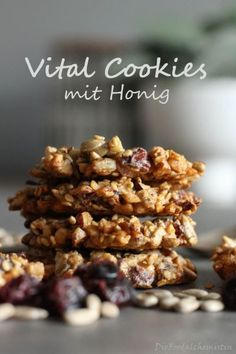 Vital cookies with honey - Vital -You can find Gesunde kekse and more on our website. Smoothie Recipes For Kids, Healthy Breakfast Recipes, Easy Healthy Recipes, Healthy Snacks, Easy Cookie Recipes, Easy Desserts, Dessert Recipes, Microwave Desserts, Fruit Smoothies