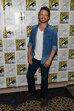 """David Lyons Photos - Actor David Lyons attends NBC's """"Revolution"""" Press Line during Comic-Con International 2013 at Hilton San Diego Bayfront Hotel on July 2013 in San Diego, California. - NBC's """"Revolution"""" Press Line - Comic-Con International 2013 Revolution Tv, David Lyons, Hottest Male Celebrities, Handsome Actors, Xbox One, Sexy Men, Men Casual, Hollywood, Guys"""