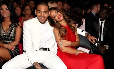 Rihanna y Chris Brown en los Premios Grammy 2013 de febrero). / Rihanna and Chris Brown at the 2013 Grammy Awards (February Grammys 2013, Beyonce, Oscars 2013, Rihanna Photos, Rihanna Fenty, Karrueche Tran, Chris Brown Y Rihanna, Moda Masculina, Couples