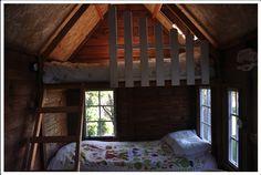Interior de la casita de madera París con su doble litera  FUENTE…