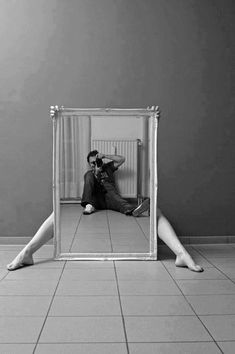 40 Brilliant Self Portrait Photography Ideas And Tips - Photography, Landscape photography, Photography tips Mirror Photography, Self Portrait Photography, Reflection Photography, Conceptual Photography, Creative Photography, Photography Poses, Photography Magazine, Photography Business, Digital Photography