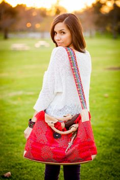 JOJI Bags designs and sells a fashion line of products based on traditional Mayan designs and artistry to benefit and empower women weavers in Guatemala. // www.jojibags.com