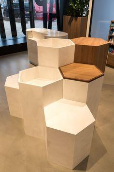 Shoe Store Design, Jewelry Store Design, Clothing Store Design, Retail Store Design, Clothing Store Interior, Boutique Interior, Showroom Interior Design, Boutique Design, Display Design
