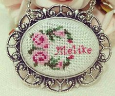 Gül kolye Cross Stitch Alphabet, Cross Stitch Patterns, Cross Stitches, Embroidery Jewelry, Ribbon Embroidery, Diy And Crafts, Arts And Crafts, Rose Necklace, Red Roses