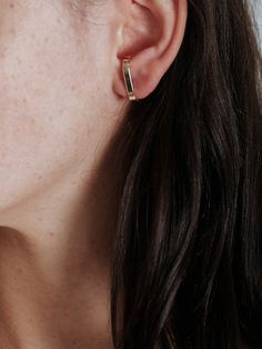 The Robyn earring by Natasha Schweitzer is sold as a single earring constructed from 9k solid yellow gold. The earring features a minimal curved bar that sits across the ear. Also available in Sterling SilverDetailsColour: GoldMaterial: 9k solid yellow goldHandmade in AustraliaButterfly fasteningSold as a single earringSize and FitOne Size Fits AllCan be worn on either earFor pierced earsFor hygiene reasons, earrings cannot be returned or exchanged, unless faulty.