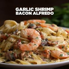 Garlic Shrimp Bacon Alfredo 🍤🥓This easy pasta recipe is perfect for busy weeknights! With creamy alfredo sauce, garlic and shrimp. lb shrimp (use unfrozen uncooked shrimp. Creamy Shrimp Pasta, Creamy Pasta Recipes, Tasty Chicken Pasta Recipes, Creamy Garlic Shrimp Recipe, Garlic Butter Shrimp Pasta, Food Shrimp, Crab Pasta, Vegetarian Pasta Recipes, Seafood Appetizers
