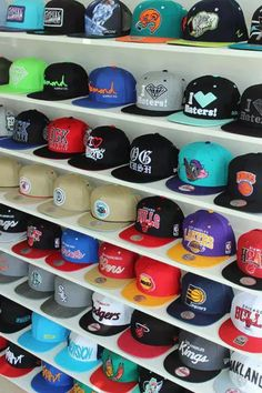 Find images and videos about cap on We Heart It - the app to get lost in what you love. Diy Hat Rack, Hat Shelf, Cap Rack, All Nike Shoes, Dope Hats, Hat Storage, Hat Organization, Hat Display, Hip Hop Outfits